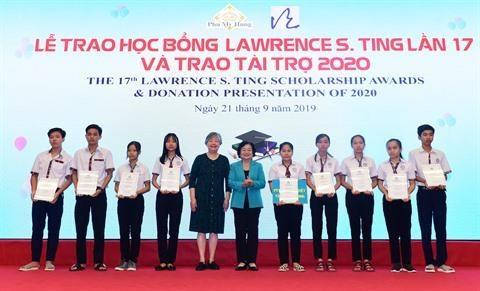 Ho Chi Minh-Ville: Remise des bourses du Fonds Lawrence S. Ting hinh anh 1