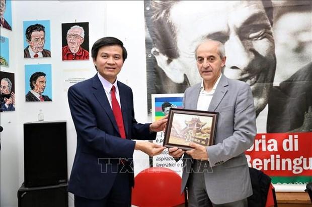 Resserrement des relations entre le Parti communiste du Vietnam et le Parti communiste italien hinh anh 1