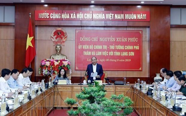 Le PM travaille avec les responsables de la province de Lang Son hinh anh 1