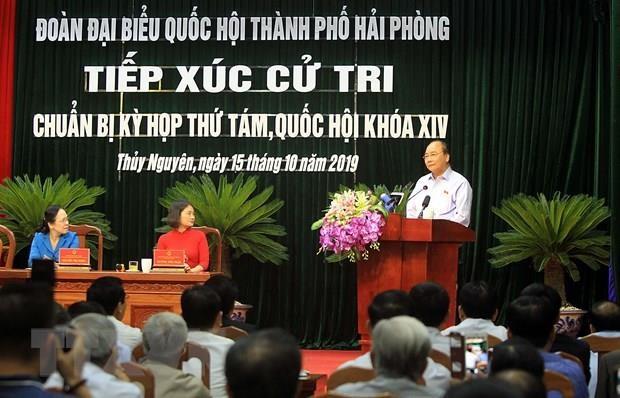 Le PM Nguyen Xuan Phuc rencontre des electeurs du district de Thuy Nguyen (Hai Phong) hinh anh 1