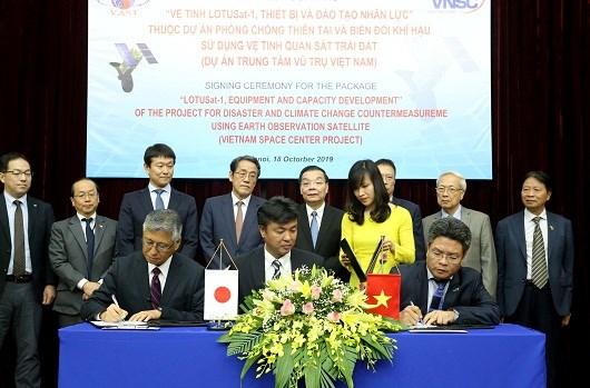 Vietnam-Japon: signature d'un contrat de satellite meteorologique de plus de 180 millions de dollars hinh anh 1