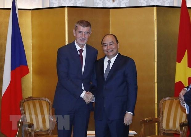Le PM rencontre des dirigeants de la R. tcheque, de la Bulgarie et de l'Albanie hinh anh 1
