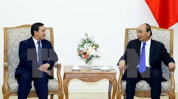 Le Premier ministre Nguyen Xuan Phuc recoit le nouvel ambassadeur du Laos hinh anh 1