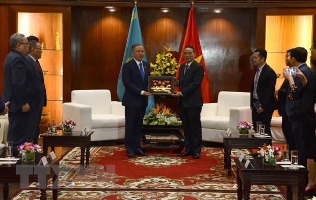 Le president de la Chambre basse du Kazakhstan en visite a Da Nang hinh anh 1
