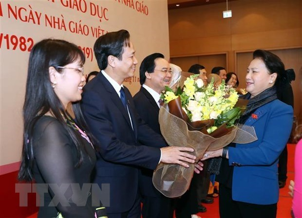 La presidente de l'AN salue les contributions des enseignants au developpement national hinh anh 1