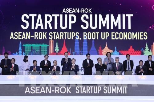 Le PM Nguyen Xuan Phuc participe au Sommet des startup ASEAN-R. de Coree hinh anh 1