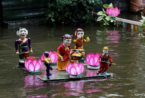 A Dong Ngu, les marionnettes sur l'eau dansent au rythme du quan ho hinh anh 1