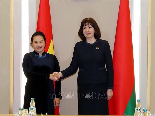 La presidente de l'AN Nguyen Thi Kim Ngan s'entretient avec la presidente du Senat de la Bielorussie hinh anh 1