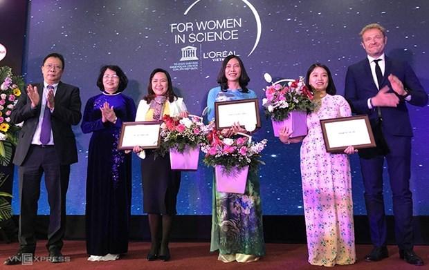Des scientifiques vietnamiennes recoivent des prix L'Oreal-UNESCO hinh anh 1