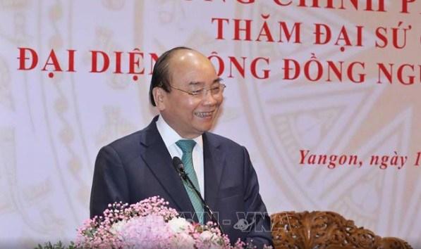 Le PM Nguyen Xuan Phuc rencontre la communaute des Vietnamiens au Myanmar hinh anh 1