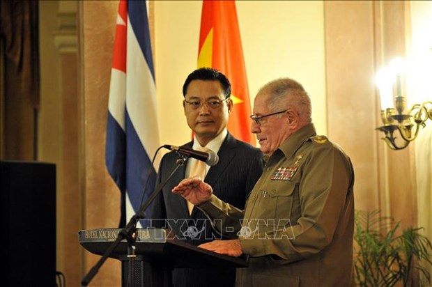 Commemoration du 75e anniversaire de la fondation de l'Armee populaire du Vietnam a Cuba hinh anh 1