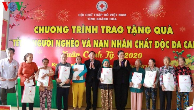 Tet : Les dirigeants du Parti et de l'Etat se rendent dans diverses localites hinh anh 1