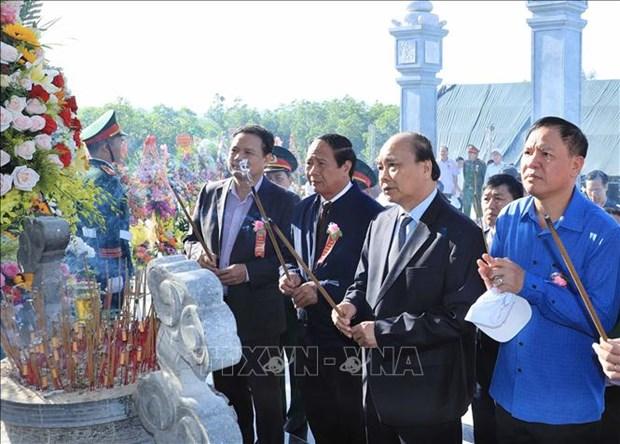 Le PM Nguyen Xuan Phuc assiste a la ceremonie d'inauguration du Temple des Martyrs a Quang Nam hinh anh 1