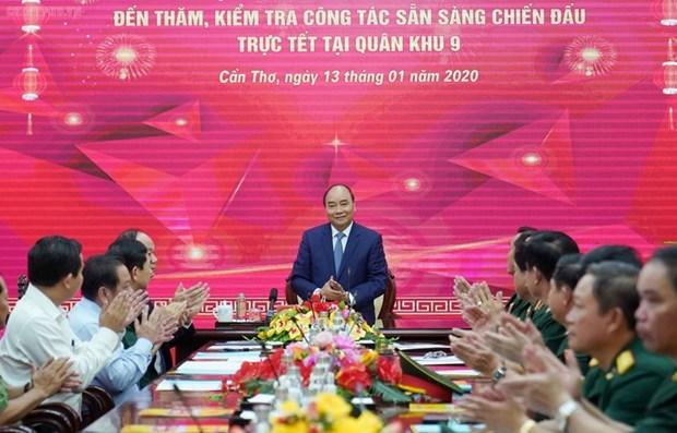 Tet : Nguyen Xuan Phuc presente ses vœux aux soldats de la 9e zone militaire hinh anh 1