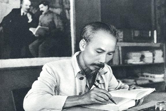 90 ans du PCV: Ho Chi Minh, leader de la Revolution d'Aout 1945 hinh anh 1