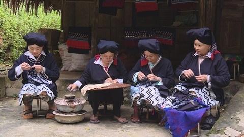 Hoa Binh: A la decouverte de la broderie des Dao Tien hinh anh 1