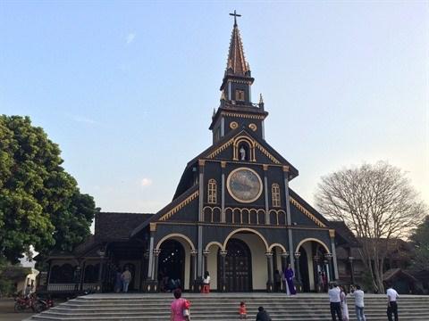 La cathedrale en bois de Kon Tum, harmonie architecturale roman-bahnar hinh anh 1