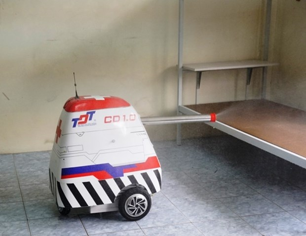COVID-19 : Fabrication reussie de robots de desinfection des chambres d'hopital hinh anh 2