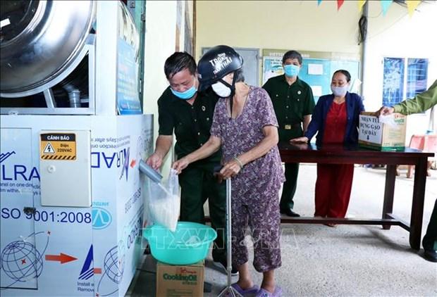 COVID-19 : L'Union des organisations d'amitie de HCM-Ville aide les personnes dans le besoin hinh anh 1