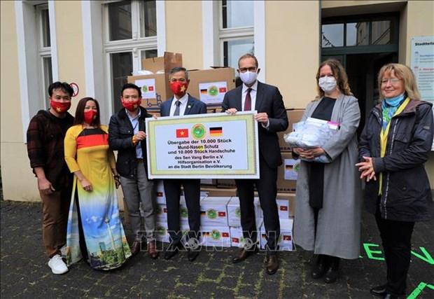 Le maire de Berlin apprecie les activites philanthropiques de la communaute vietnamienne hinh anh 1