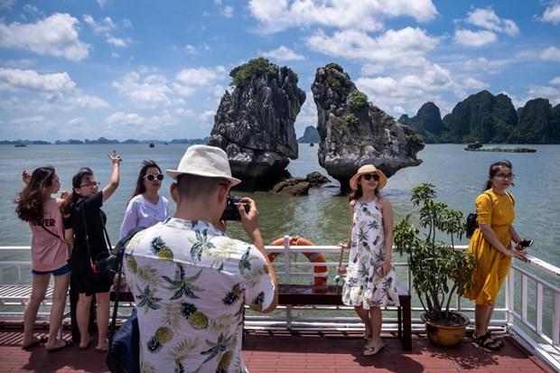 Bloomberg: Le tourisme vietnamien sort du « piege » de la pandemie de COVID-19 hinh anh 1