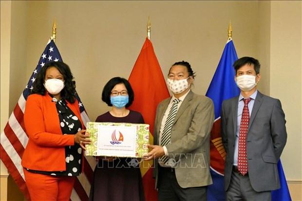 L'ambassade du Vietnam aux Etats-Unis offre des masques a Washington hinh anh 1