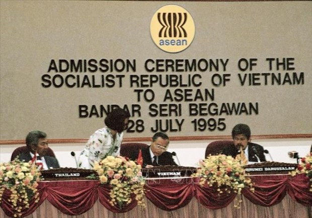 25 ans d'adhesion du Vietnam a l'ASEAN: S'unir pour une Communaute de l'ASEAN « Cohesif et reactif » hinh anh 1