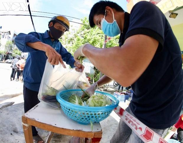 COVID-19: «magasin a zero dong» pour les personnes desheritees a Da Nang hinh anh 1