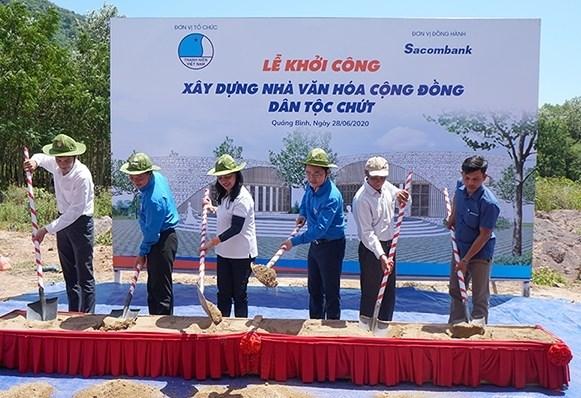 Collecte de fonds pour construire des maisons communautaires pour des ethnies minoritaires hinh anh 1