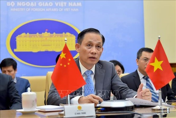 Le vice-ministre des AE Le Hoai Trung felicite la fete nationale chinoise hinh anh 1