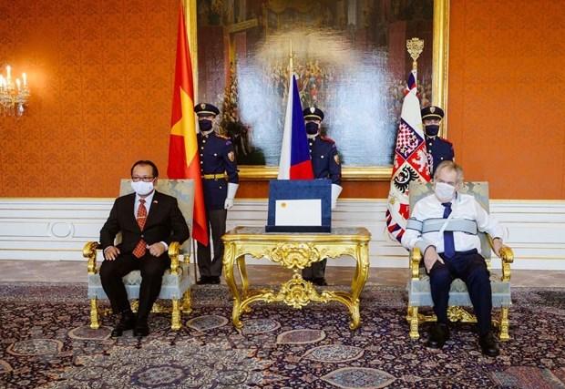 Le president tcheque loue l'amitie avec le Vietnam hinh anh 1