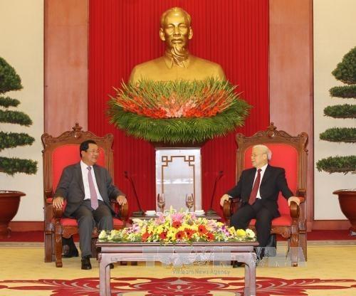 Le chef du Parti salue la visite du Premier ministre cambodgien hinh anh 1