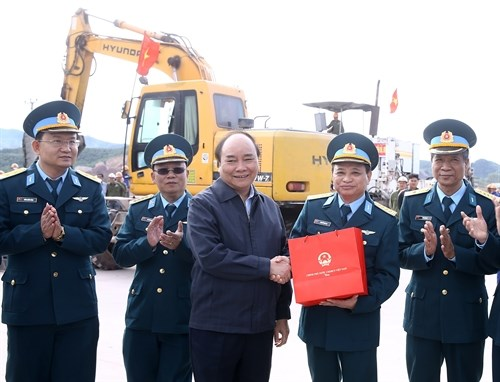Le Premier ministre Nguyen Xuan Phuc travaille a Quang Ninh hinh anh 3