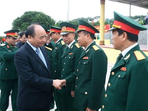 Le Premier ministre Nguyen Xuan Phuc travaille a Quang Ninh hinh anh 1