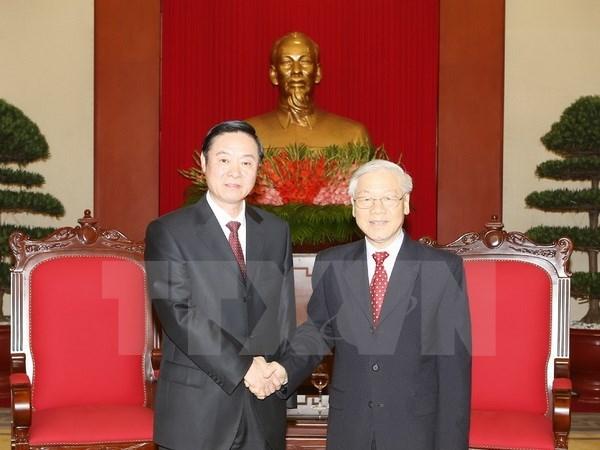 Le chef du PCV recoit un membre du Bureau politique chinois hinh anh 1