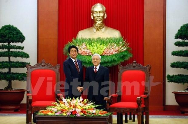 Le secretaire general Nguyen Phu Trong recoit le Premier ministre japonais Shinzo Abe hinh anh 1