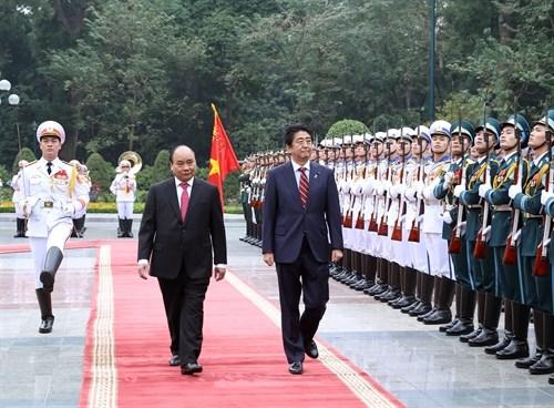 Le PM Shinzo Abe au Vietnam, la presse japonaise en parle hinh anh 1