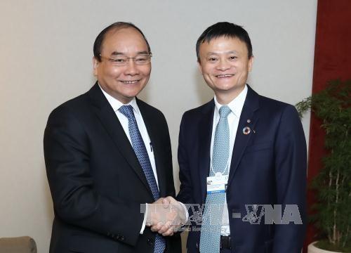 Le PM Nguyen Xuan Phuc dialogue avec les entreprises a Davos hinh anh 1