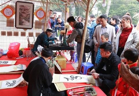 Les Vietnamiens saluent l'annee du Coq de leurs calligraphies hinh anh 2