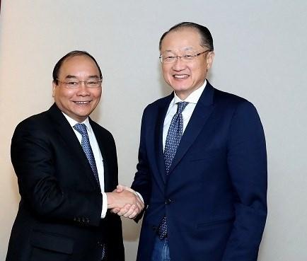 Le PM Nguyen Xuan Phuc termine sa participation au 47e Forum de Davos hinh anh 1