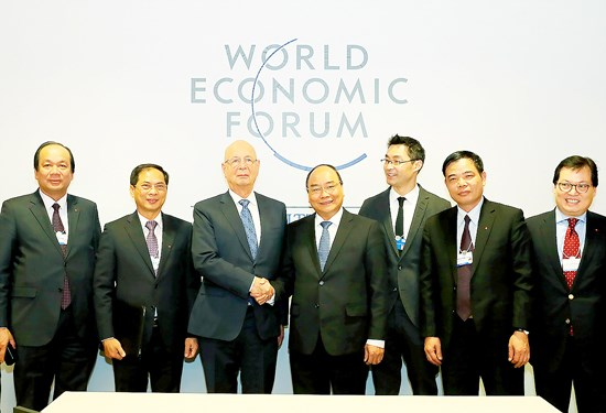 Le PM Nguyen Xuan Phuc termine sa participation au 47e Forum de Davos hinh anh 3