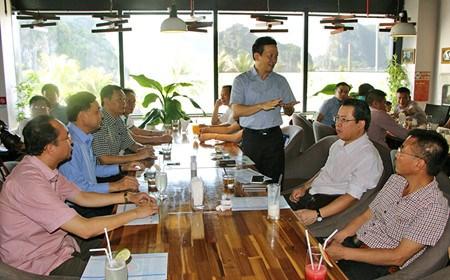 A Quang Ninh, dirigeants et entrepreneurs autour d'une tasse de cafe hinh anh 1