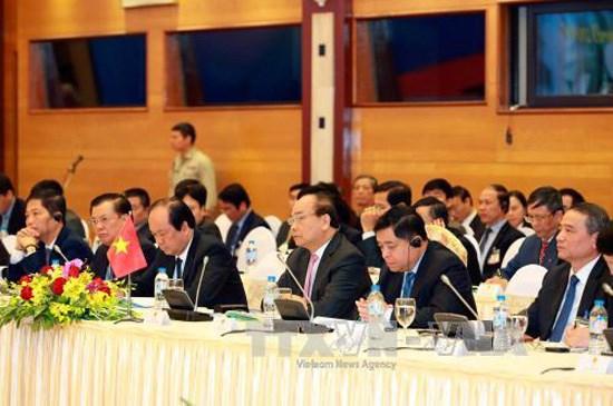 Le Vietnam et le Laos vont booster leur relation speciale en 2017 hinh anh 1