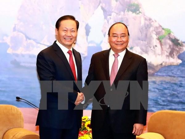 Le PM recoit le secretaire du Comite du PCC pour la Region autonome Zhuang du Guangxi hinh anh 1