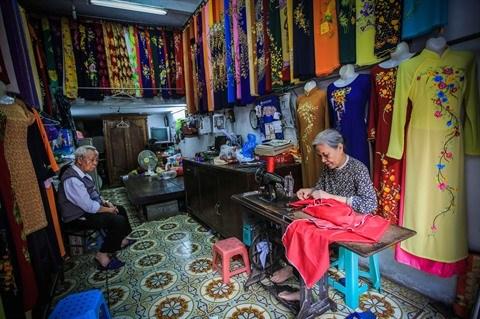 A propos de la modernisation de l'ao dai, la tunique traditionnelle vietnamienne hinh anh 2