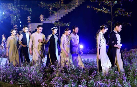 A propos de la modernisation de l'ao dai, la tunique traditionnelle vietnamienne hinh anh 3