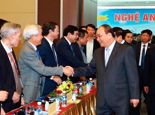 Le Premier ministre Nguyen Xuan Phuc a la conference des investisseurs a Nghe An hinh anh 1