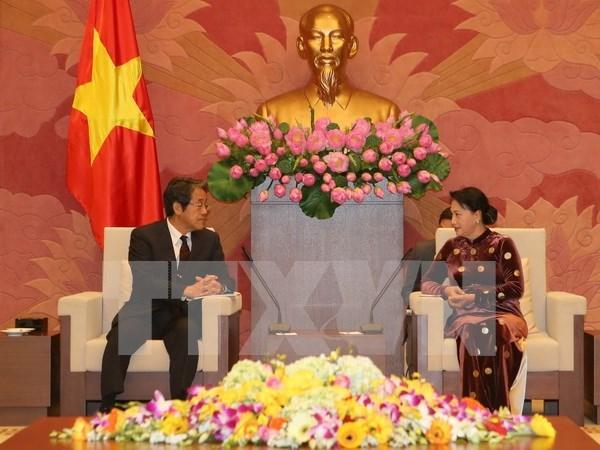 La presidente de l'AN recoit les diplomates japonais et thailandais hinh anh 1