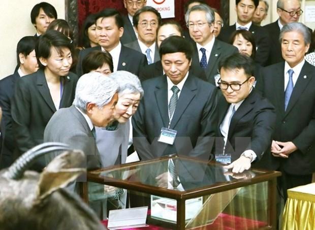 L'empereur et l'imperatrice du Japon visitent le musee de la biologie a Hanoi hinh anh 1