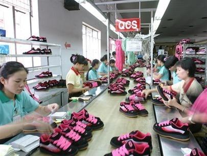 La chaussure vietnamienne poursuit sur sa lancee hinh anh 1